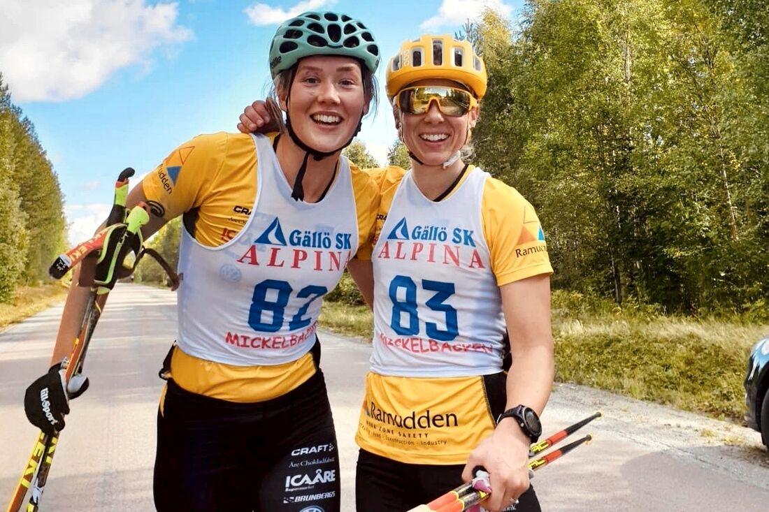Jenny Larsson, till vänster, slog Lina Korsgren på en fem mil lång träningstävling på rullskidor i lördags. FOTO: Gustaf Korsgren.