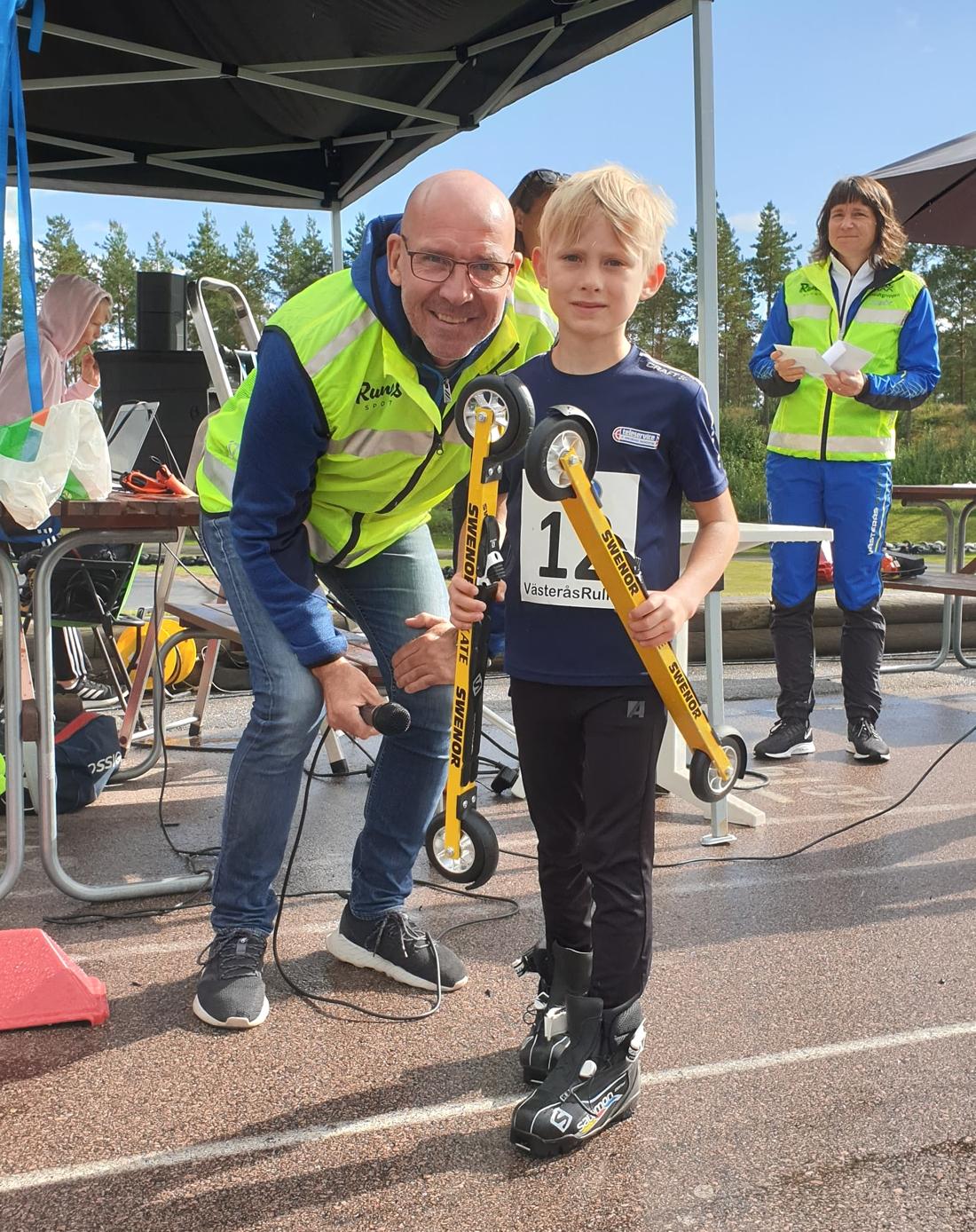 Torgny Mogren tillsammans med Alfred Lestander. FOTO: Västerås skidklubb.