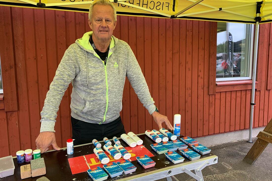 """Lasse """"Blixten"""" Jonsson från Sportmarket presenterade Starts nya fluorfria sortiment i Torsby häromveckan. FOTO: Johan Trygg/Längd.se."""