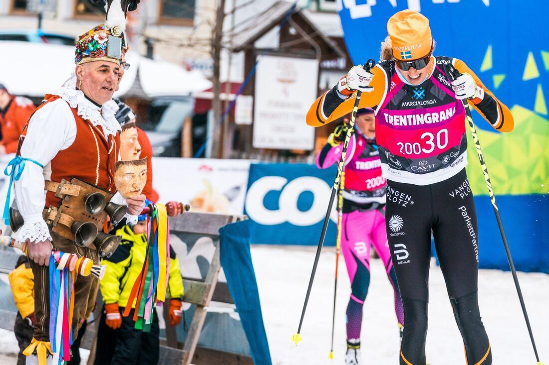Maria Gräfnings i Team Parkettpartners färger under Marcialonga 2019, där hon blev nia. I vinter tävlar hon åter i Ski Classics - för tjeckiska Vltava Fund Ski Team. FOTO: Visma Ski Classics/Magnus Östh.