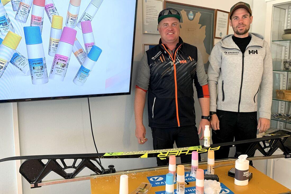 Andreas Forneman och Thobias Berggren presenterade Vauhtis fluorfria vallor i Torsby häromveckan. FOTO: Johan Trygg/Längd.se.