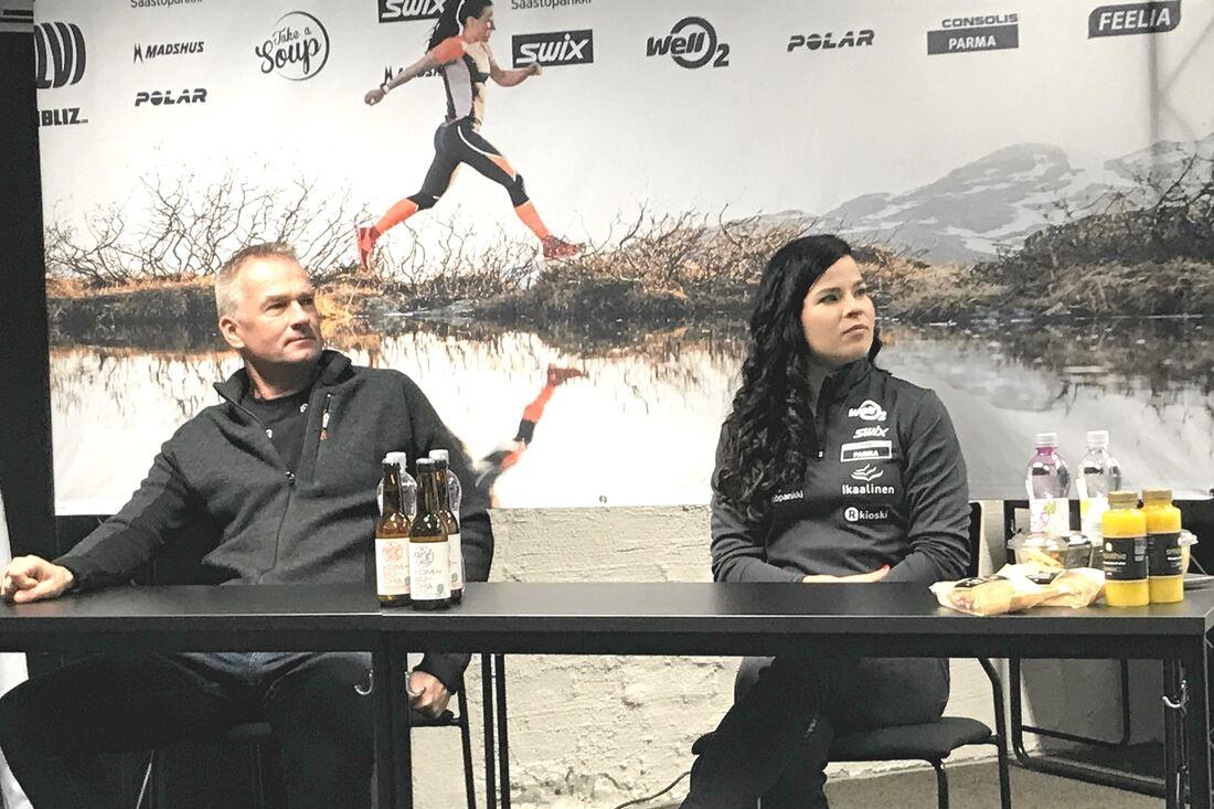 Krista Pärmäkoski tillsammans med sin tränare sedan 17 år tillbaka, Matti Haavisto, under en mediaträff i Lahtis förra veckan. FOTO: Petri Ikävalko.