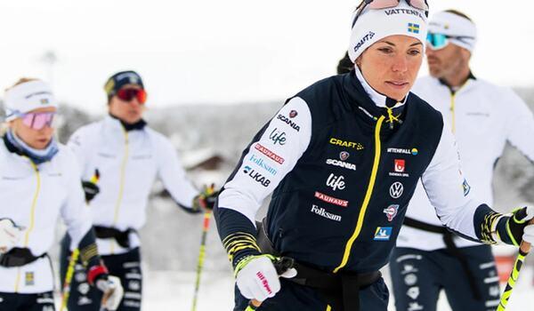 Charlotte Kalla och de andra landslagsåkarna tränar på snö i Vålådalen i en och en halv vecka. FOTO: Svenska skidförbundet.