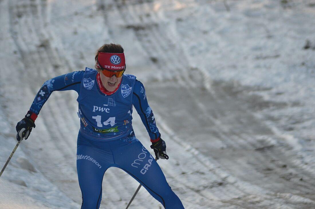 Helene Söderlund blir testpilot i längdlandslaget under VM-vintern. Här ser vi henne tävla i Morapinglan förra vintern. FOTO: Johan Trygg/Längd.se.