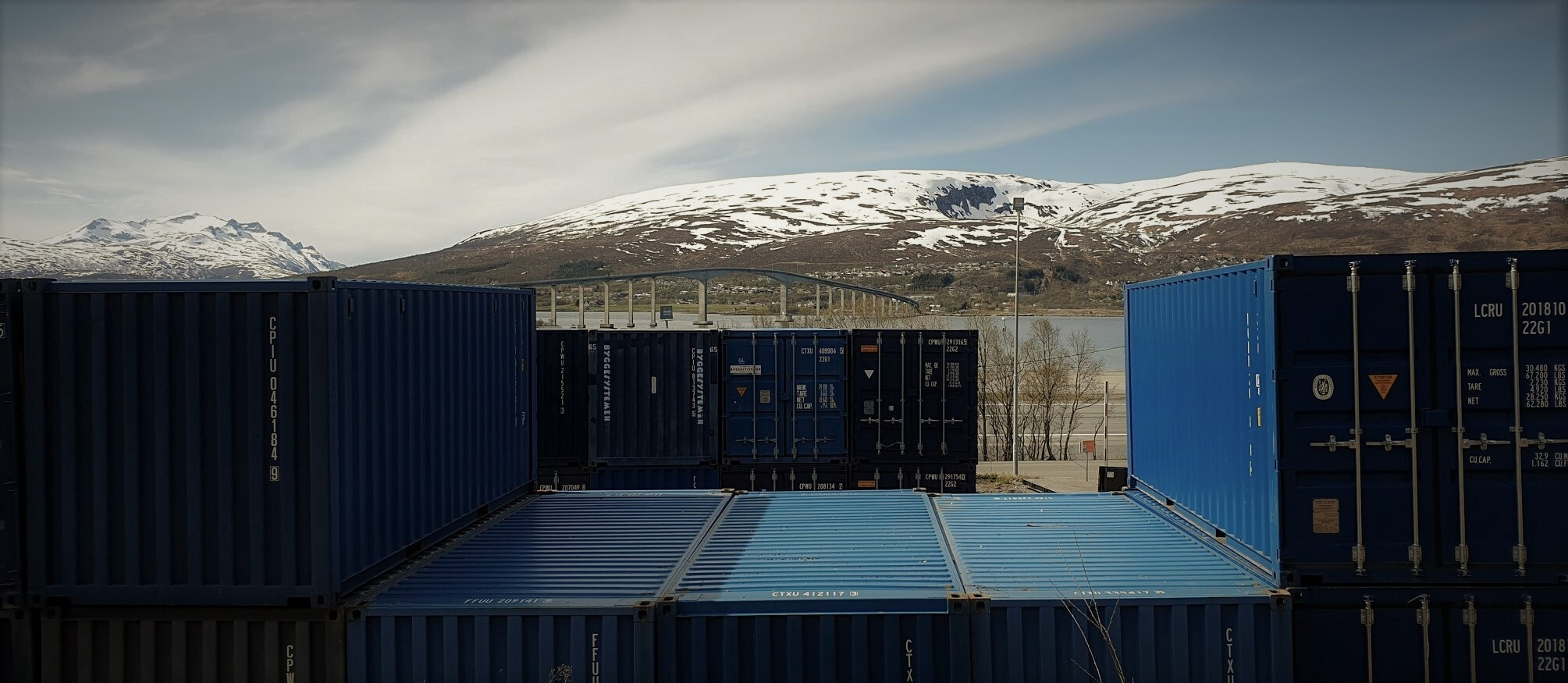 01 Forside toppbilde brakke og container 2 (burlesque 25).jpg