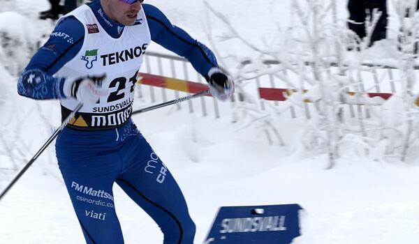 Gustav Eriksson vann en tät fight mot Morten Eide Pedersen på söndagens fristilslopp på Idre Fjäll. FOTO: Johan Trygg/Längd.se.