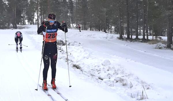 Hedda Bångman under Tjuvstarten på Idre Fjäll i lördags. Bångmans första lopp i långloppslaget Team Nordic Athletes färger. FOTO: Espen Traeldal.