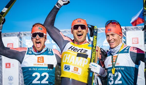 På Jizerska i vintras blev det en trippel för Team Ragde Eiendom. Från vänster Oskar Kardin, Andreas Nygaard och Petter Eliassen. FOTO: Visma Ski Classics/Magnus Östh.
