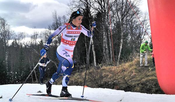 Johanna Hagström öser på för fullt under ett träningsrace med landslaget i Vålådalen häromdagen. I vinter är Hagströms klara mål en plats i det svenska sprint-VM-laget. FOTO: Lukas Johansson/Svenska skidförbundet.