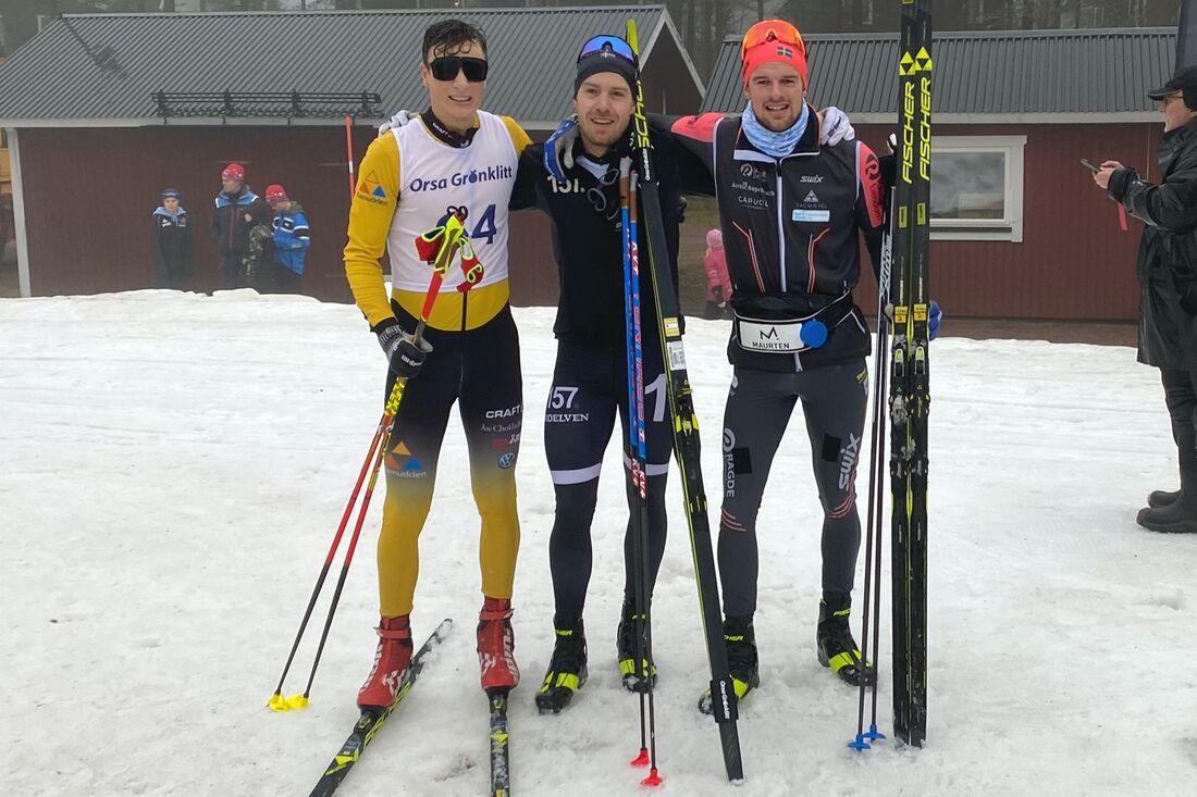 Topp tre i herrklassen på Långloppspremiären i Grönklitt. Fr.v: trean Max Novak, ettan Anton Karlsson och tvåan Oskar Kardin. FOTO: Marcus Laggar.