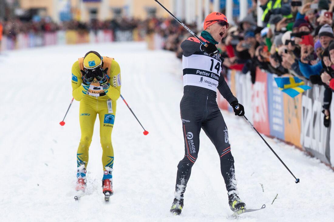 I vinter blir det bara elitåkare i spåret på Vasaloppssöndagen. Här ser Petter Eliassen vinna före Stian Hoelgaard i vintras. FOTO: Vasaloppet.