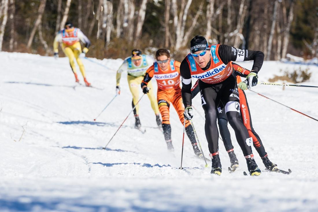 Årefjällsloppet 2014 med Daniel Richardsson först i en utförskörning. FOTO: Visma Ski Classics/Magnus Östh.