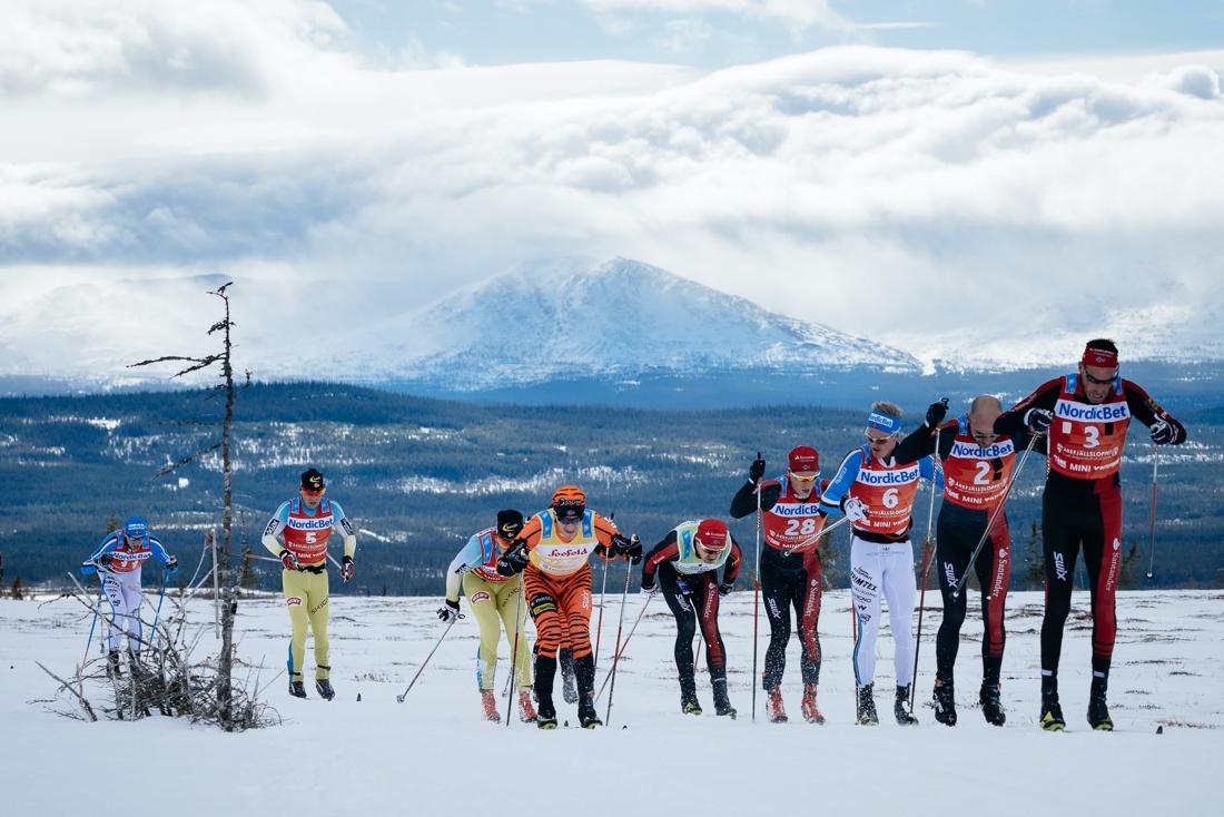 När Årefjällsloppet senast var en del av Visma Ski Classics vann Anders Aukland. Här ser vi Aukland dra klungan närmast före Tord Asle Gjerdalen och Morten Eide Pedersen. FOTO: Visma Ski Classics/Magnus Östh.