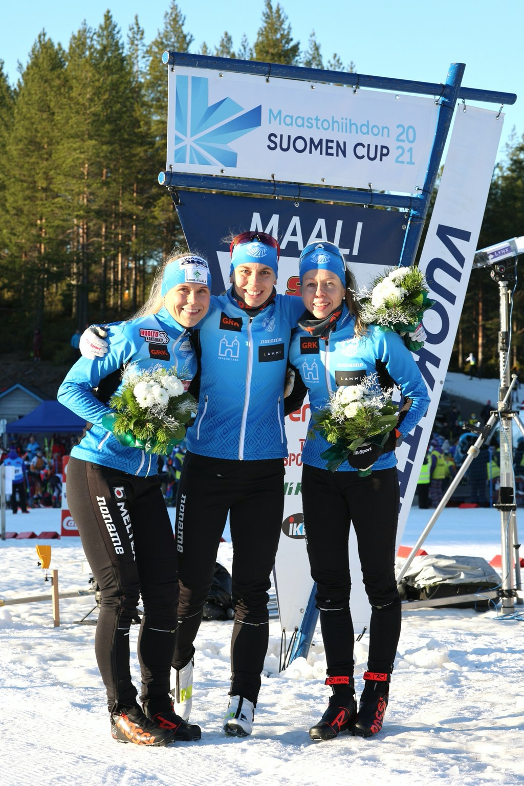 Anni Kainulainen, Maija Hakala och Laura Mononen vann damstafetten vid finska cupen i Vuokatti. FOTO: Touho Häkkinen.
