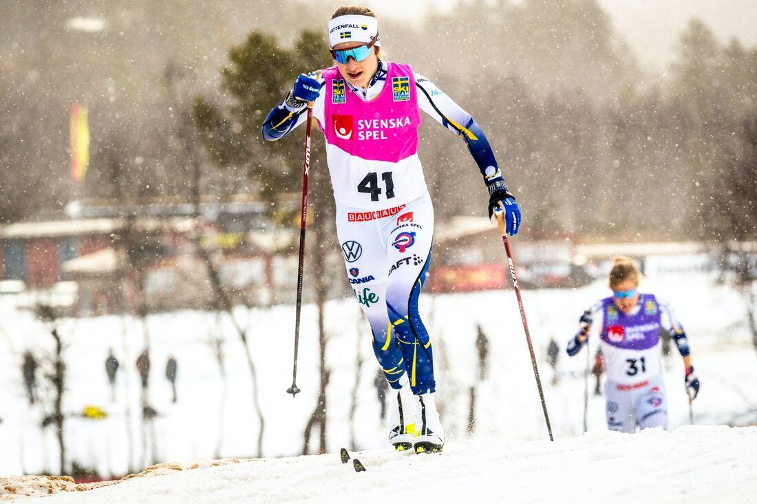 Ebba Andersson i förgrunden och Hanna Falk i bakgrunden under landslagets träningsraceo Bruksvallarna på fredagen. FOTO: Jocke Lagercrantz.