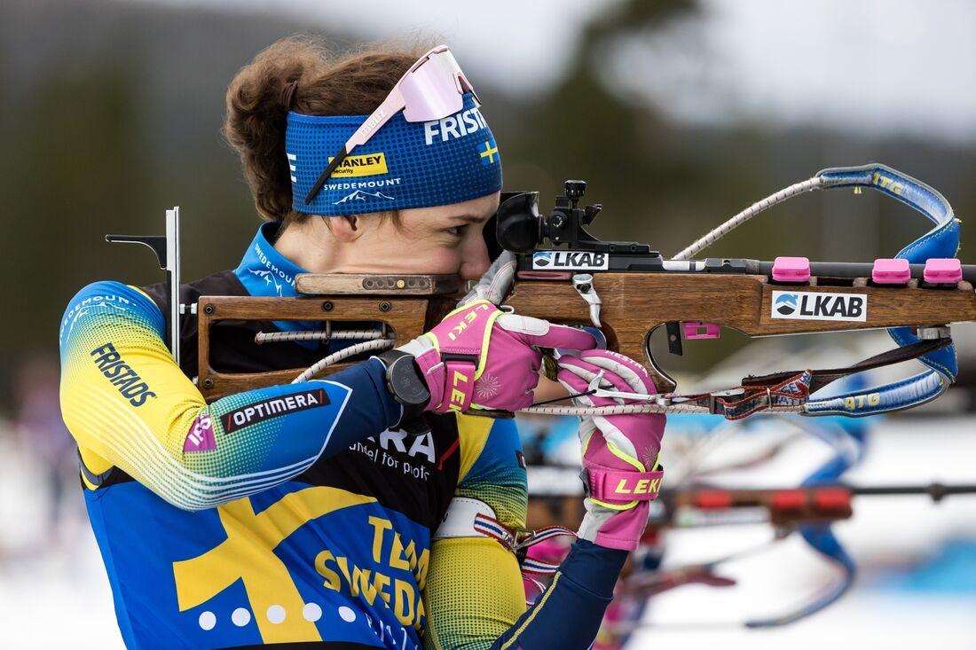 Hanna Öberg sköt fullt och vann vid skidskyttepremiären på Idre Fjäll. FOTO: Daniel Eriksson/Bildbyrån.