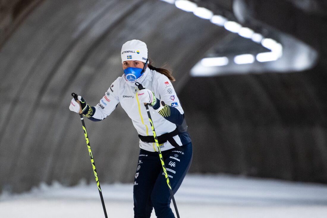 Charlotte Kalla missar säsongspremiären i Bruksvallarna på grund av sin covid-19-infektion. Här är Kalla i Torsby skidtunnel i början av augusti. FOTO: Fredrik Karlsson/Bildbyrån.