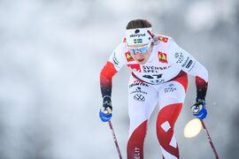 Ebba Andersson på väg mot seger vid säsongspremiären i Bruksvallarna. FOTO: Johanna Lundberg/Bildbyrån.