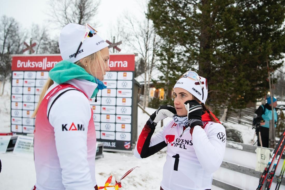 En bra dag för Piteå elit i damklassen med fyra åkare bland de sju bästa. Här trean Ribom och ettan Andersson. Dessutom blev Jonna Sundling femma och Sofia Henriksson sjua. FOTO: Johanna Lundberg/Bildbyrån.