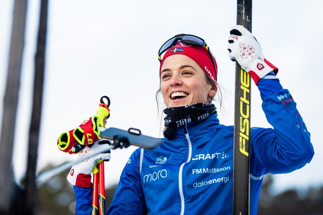 En nöjd och glad Anna Dyvik efter andraplatsen. FOTO: Johanna Lundberg/Bildbyrån.