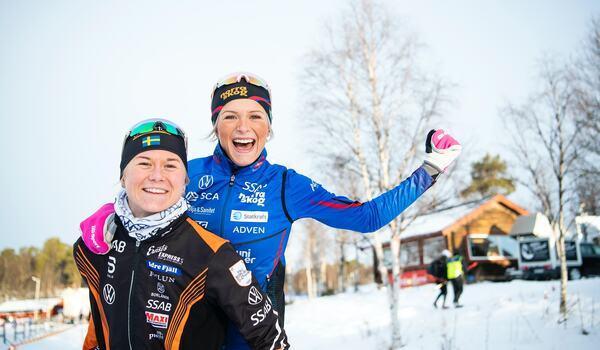 Maja Dahlqvist och Frida Karlsson är två av 13 åkre i den svenska truppen till världscuppremiären i Ruka. FOTO: Johanna Lundberg/Bildbyrån.