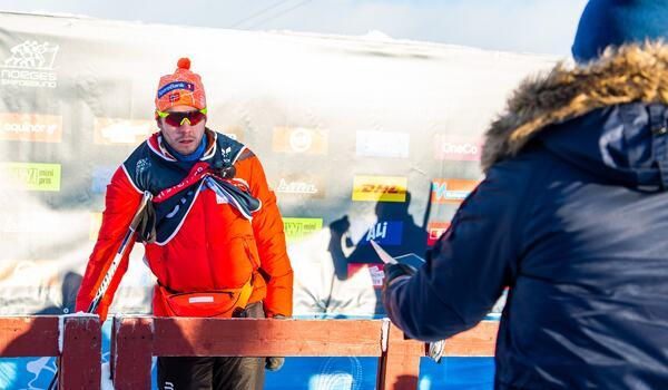 Det blev en snabb vändning i läget med karantän för det norska laget Ruka. Nu är man ur karantän och tillåts tävla i världscuppremiären sedan tränare Eirik Myhr Nossum konstaterats frisk. FOTO: Vegard Wivestad Grött/Bildbyrån.