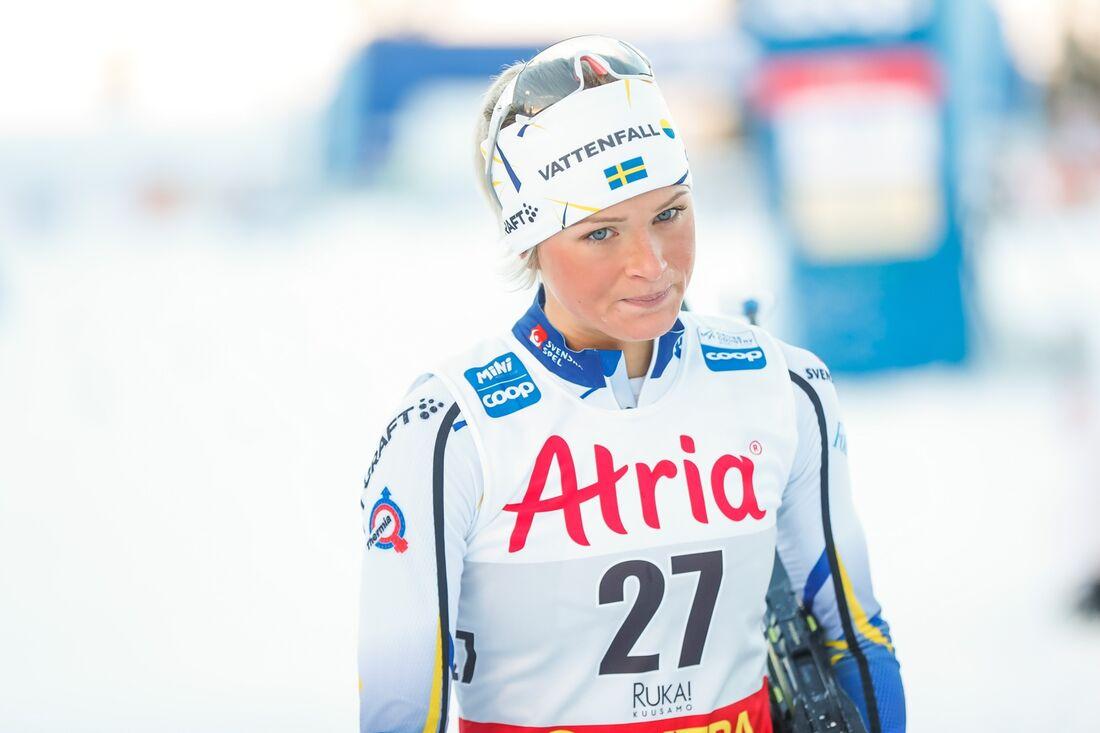 Frida Karlsson in som tvåa i Ruka bakom Therese Johaug. FOTO: Tomi Hänninen/Bildbyrån.