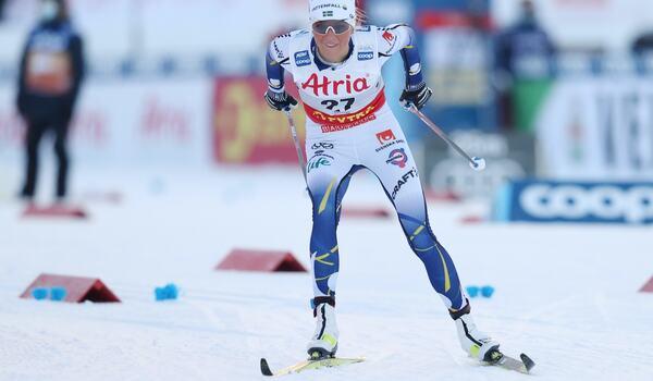 Frida Karlsson jagar 16 sekunder efter Therese Johaug i morgon. FOTO: Harald Steiner, Gepa Pictures/Bildbyrån.