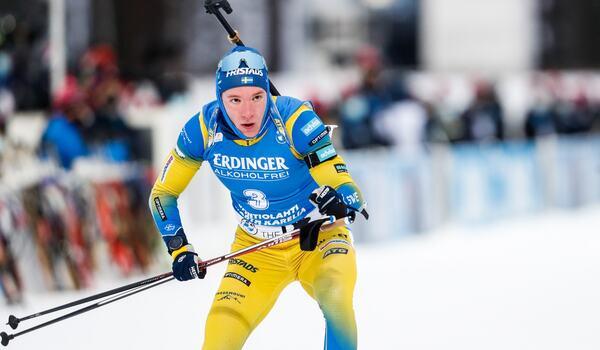 Sebastian Samuelsson på väg mot en andraplats på sprinten i Kontiolahti. FOTO: Kalle Parkkinen/Bildbyrån.