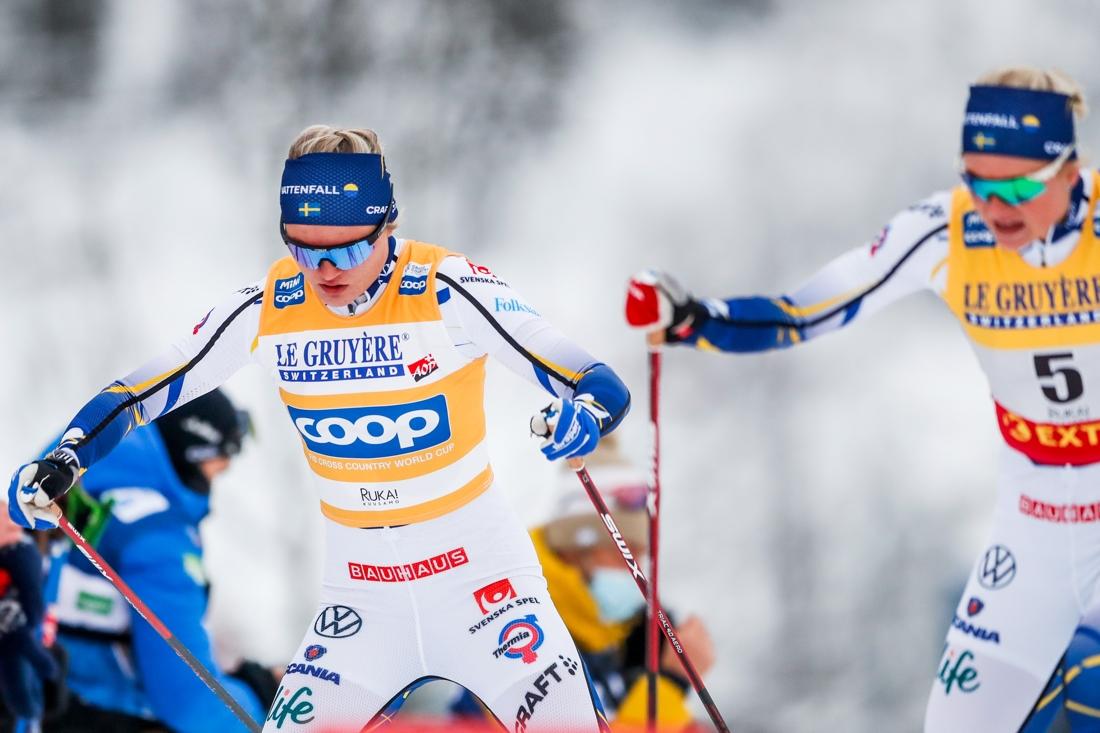 Linn Svahn och Maja Dahlqvist hade chans på pallen men dagen förstördes av en krasch på slutet av loppet. FOTO: Tomi Hänninen. Bildbyrån.