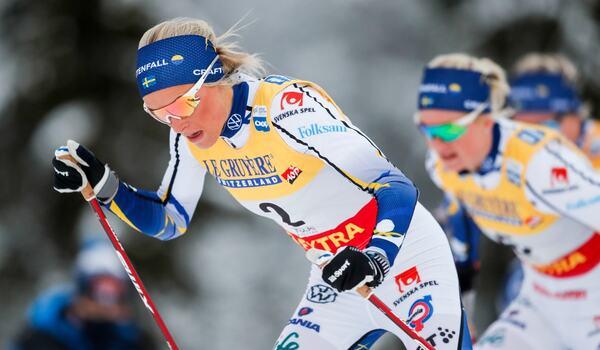 Frida Karlsson och Linn Svahn under världscupen i Ruka. I morgon tar landslagsledningen beslut om hur det blir med deltagande i kommande världscuptävlingar. FOTO: Tomi Hänninen/Bildbyrån.