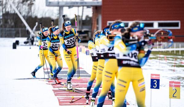 I morgon fortsätter skidskyttevärldscupen med sprinttävlingar i Kontiolahti, Finland. Nu laddar de svenska skidskyttarna om. FOTO: Svenska skidskytteförbundet.