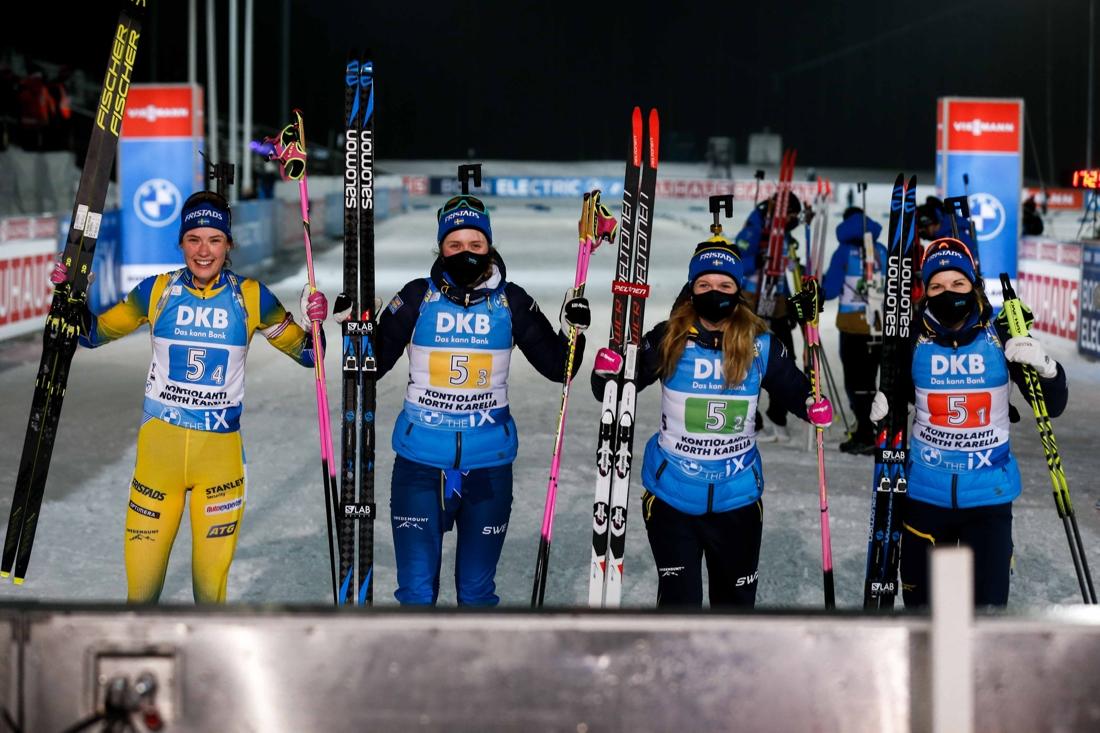 Den svenska segerkvartetten: Hanna Öberg, Elvira Öberg, Mona Brorsson och Johanna Skottheim. FOTO: Kalle Parkkinen/Bildbyrån.