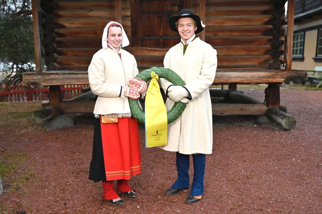 Emelie Brudin och Gustaf Berglund har utsetts till Vasaloppets kranskulla och kransmas för 2021. FOTO: Vasaloppet.