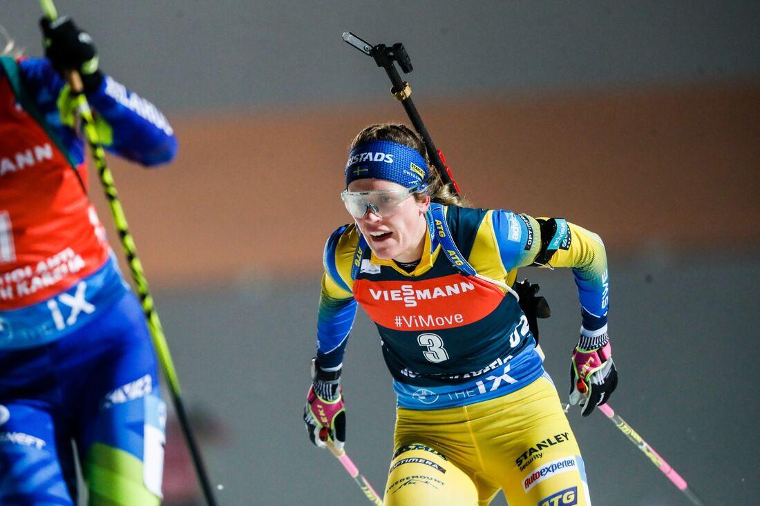 Elvira Öberg går ut med nummer 35 på fredagens sprint i österrikiska Hochfilzen. FOTO: Kalle Parkkinen/Bildbyrån.