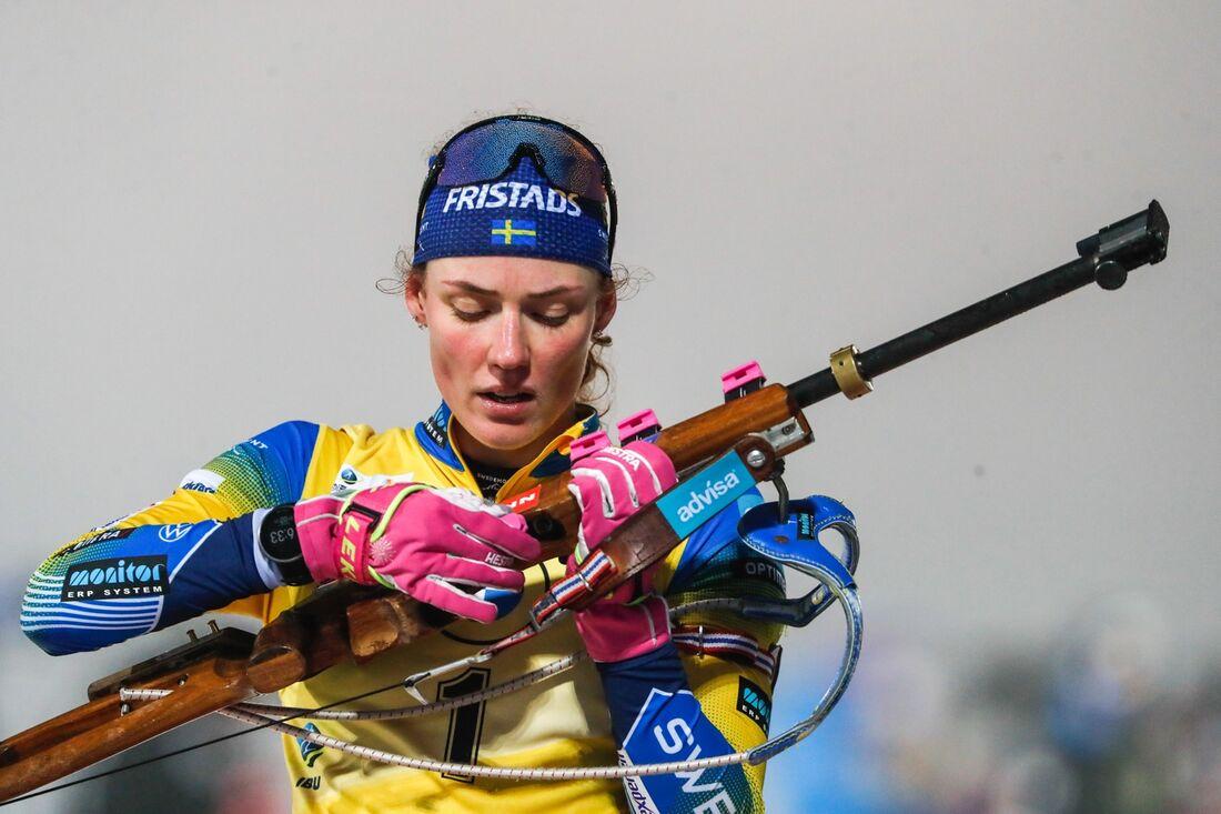 Hanna Öberg klättrade från 29:e till fjärde plats vid jaktstarten i Hochfilzen. FOTO: Kalle Parkkinen/Bildbyrån.