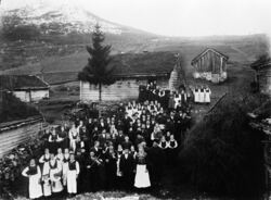 To spelemenn i bryllaup til Sofia Sandal Sunde og Johannes Sunde 1903-3