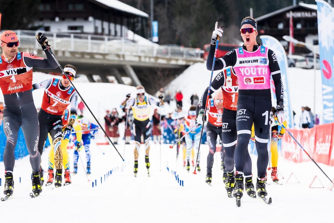 Emil Persson spurtade hem Kaiser Maximilan Lauf närmast före Andreas Nygaard, till vänster, och teamkompisen Marcus Johansson, skymd. FOTO: Visma Ski Classics/Magnus Östh.