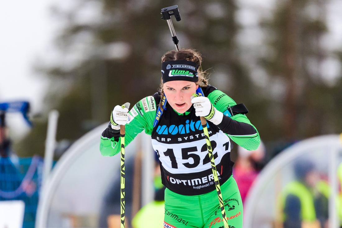 Johanna Skottheim i Lima skyttegilles färger under den svenska premiären på Idre Fjäll. FOTO: Fredrik Karlsson/Bildbyrån.