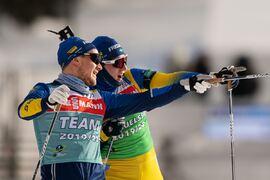 Johannes Lukas pekar ut vägen för Sebastian Samuelsson och hela det svenska skidskyttelandslaget. FOTO: Joel Marklund/Bildbyrån.