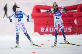 Ebba Andersson och Frida Karlsson sida vid sida vid landslagets interna masstartslopp i Östersund nyligen. Duon hör förstås till favoriterna när Tour de Ski startar i morgon. FOTO: Erik Mårtensson/Bildbyrån.