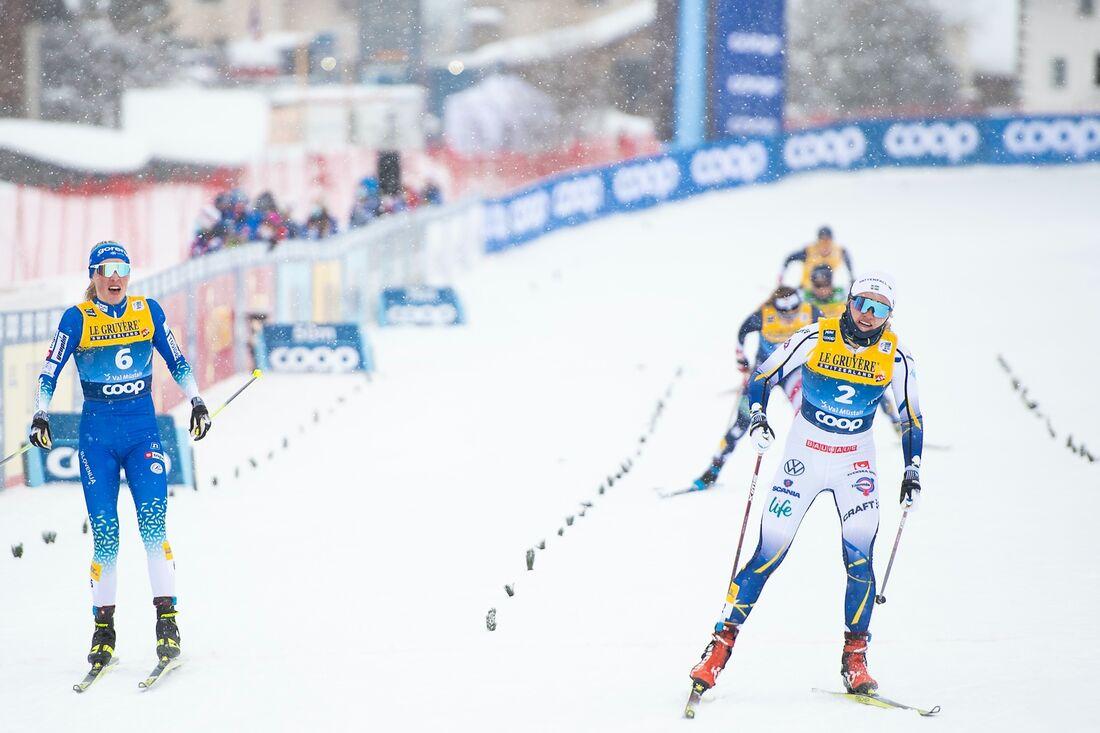 Linn Svahn vann sprintfinalen i Val Müstair före slovenskan Anamarija Lampic som sedan flyttades ner till sjätte plats för obstruktion i finalen. FOTO: Maxim Thore/Bildbyrån.