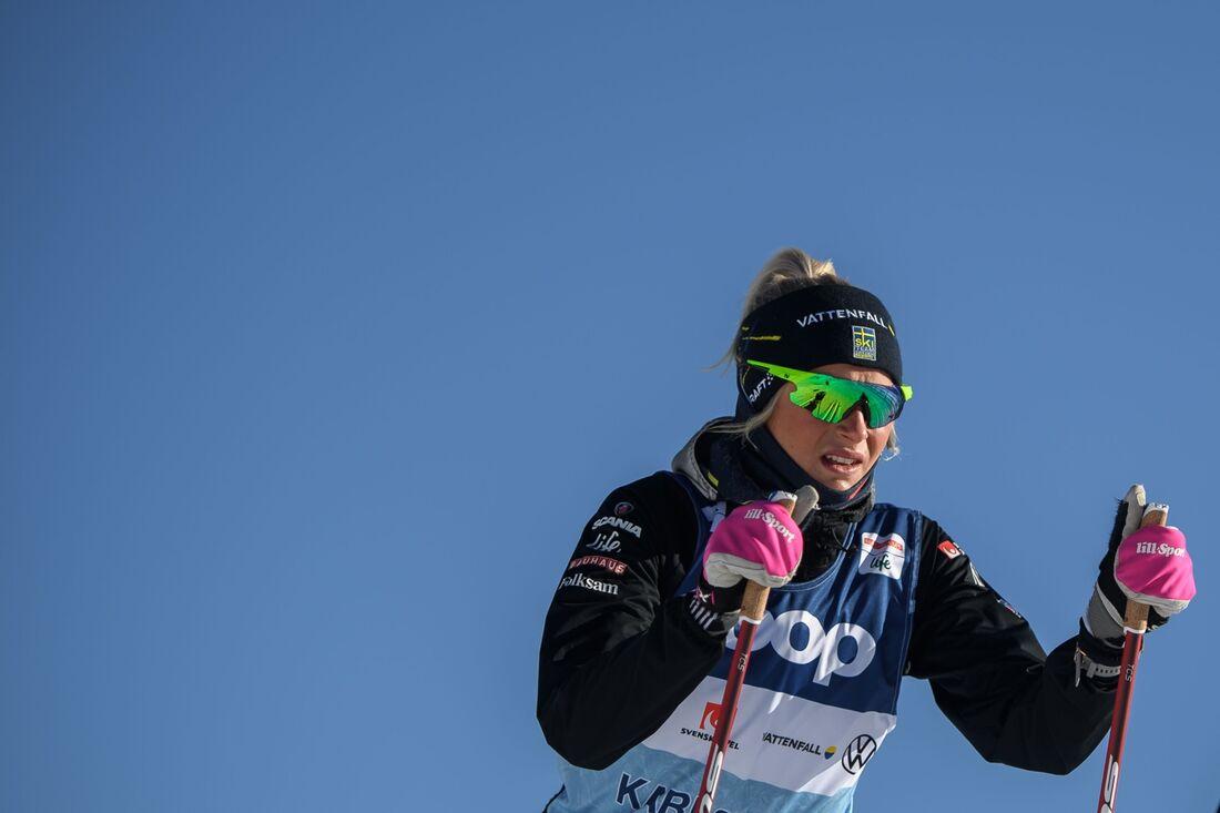 Frida Karlsson ute på en träningsrunda I Val di Fiemme under torsdagen. I morgon fortsätter Tour de Ski med masstart i klassisk stil. FOTO: Maxim Thore/Bildbyrån.