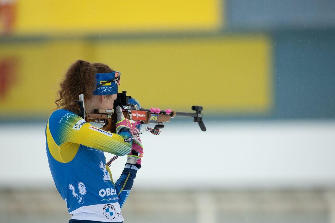 Hanna Öberg hade inget flyt på jaktstarten i Oberhof. Efter tappad stav och fyra bommar slutade hon åtta. FOTO: Bildbyrån.