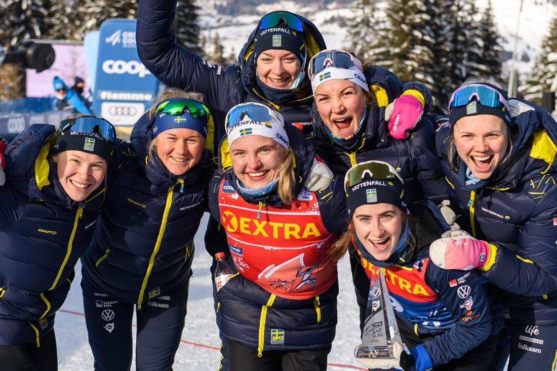 Glada svenska tjejer. Ebba Andersson med etappseger och tredjepris och Linn Svahn med seger i poängtävlingen. FOTO: Maxim Thore/Bildbyrån.