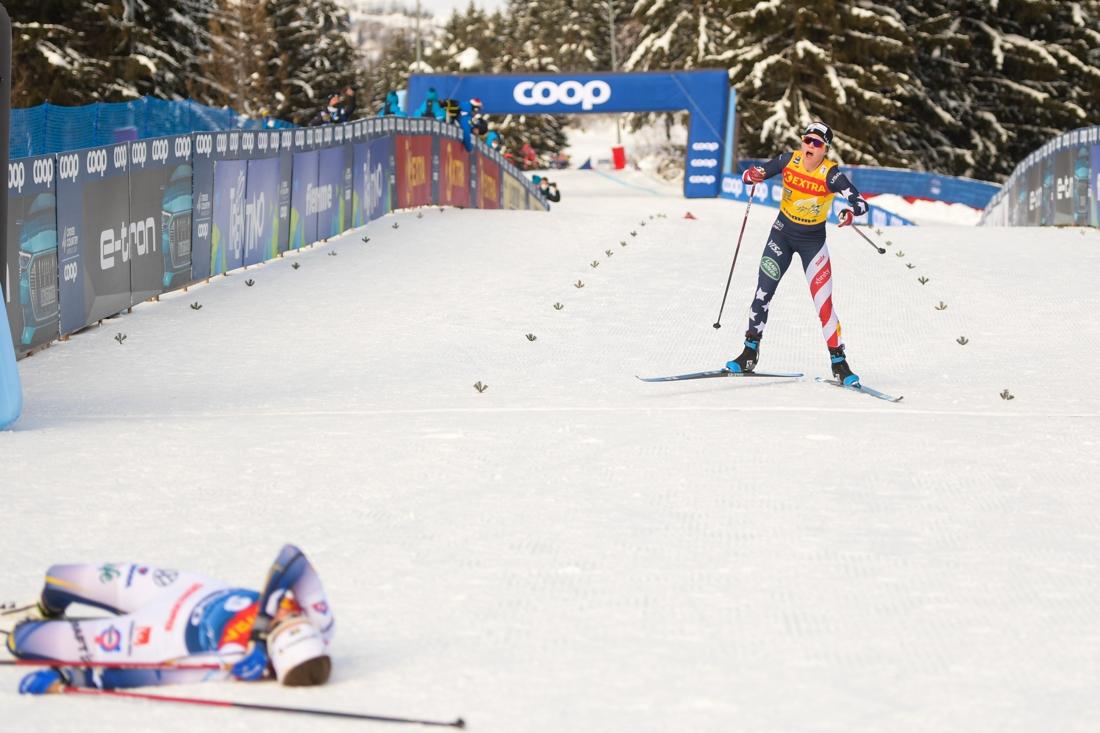 Ebba pustar ut på rygg när Diggins når mållinjen. FOTO: Maxim Thore/Bildbyrån.