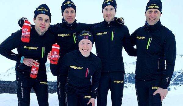 Team Engcons Isak Augustsson, Anton Elvseth, Laila Kveli-Ahrlin, Gabriel Höjlind och Joakim Augustsson på plats i Schweiz inför starten på Visma Ski Classics på lördag. FOTO: Team Engcon