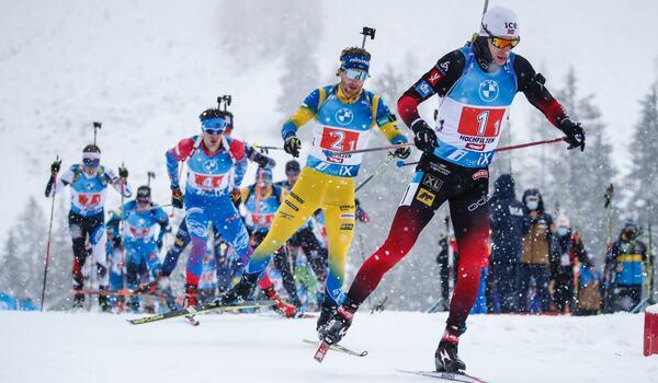 Peppe Femling, här med nummer 2, åker första sträckan för Sverige vid stafetten i Oberhof i eftermiddag. FOTO: Jasmin Walter, Gepa Pictures/Bildbyrån.
