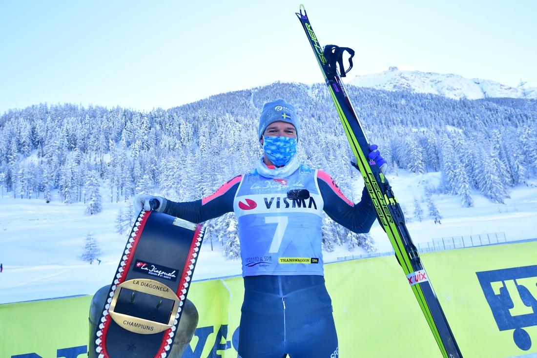 Oskar Kardin efter sin första seger i Visma Ski Classics. FOTO: Nordic focus/Björn Reichert.