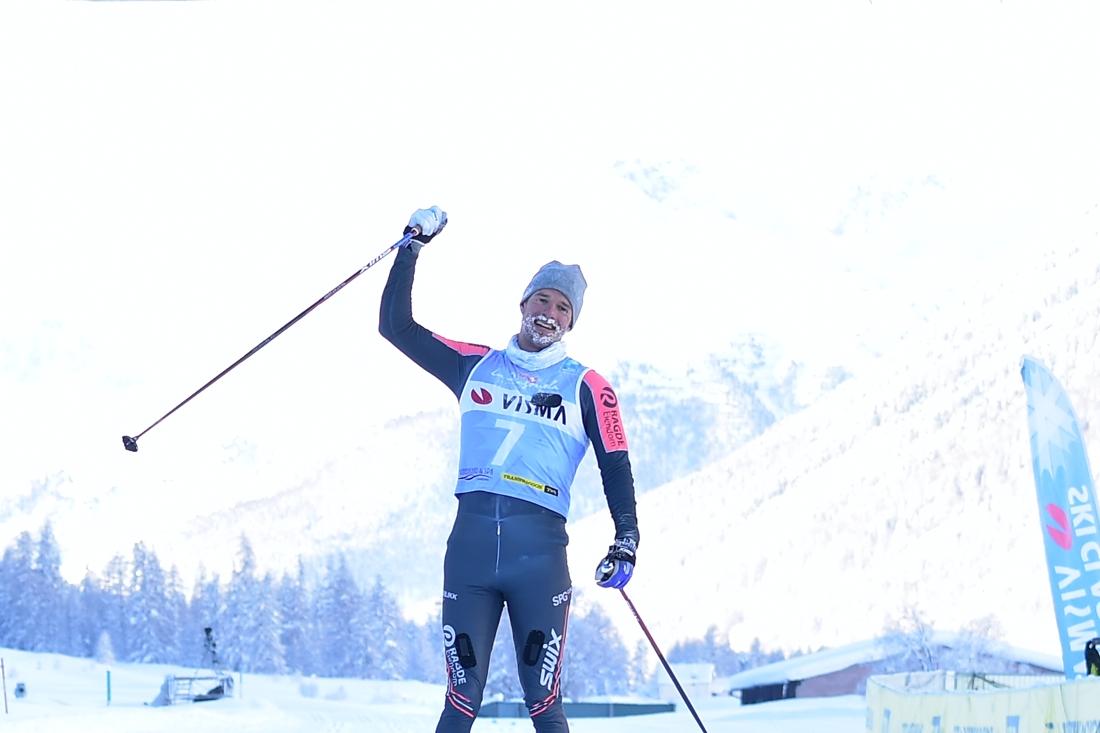 Kardin korsar mållinjen som lycklig vinnare. FOTO: Björn Reichert/Nordic Focus.